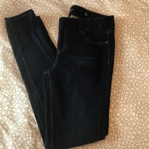 Liverpool Sienna Pull-on Legging Jeans.